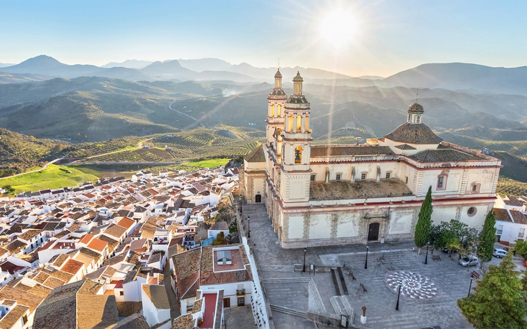 View the white village of Olvera in Cadiz, Andalucía